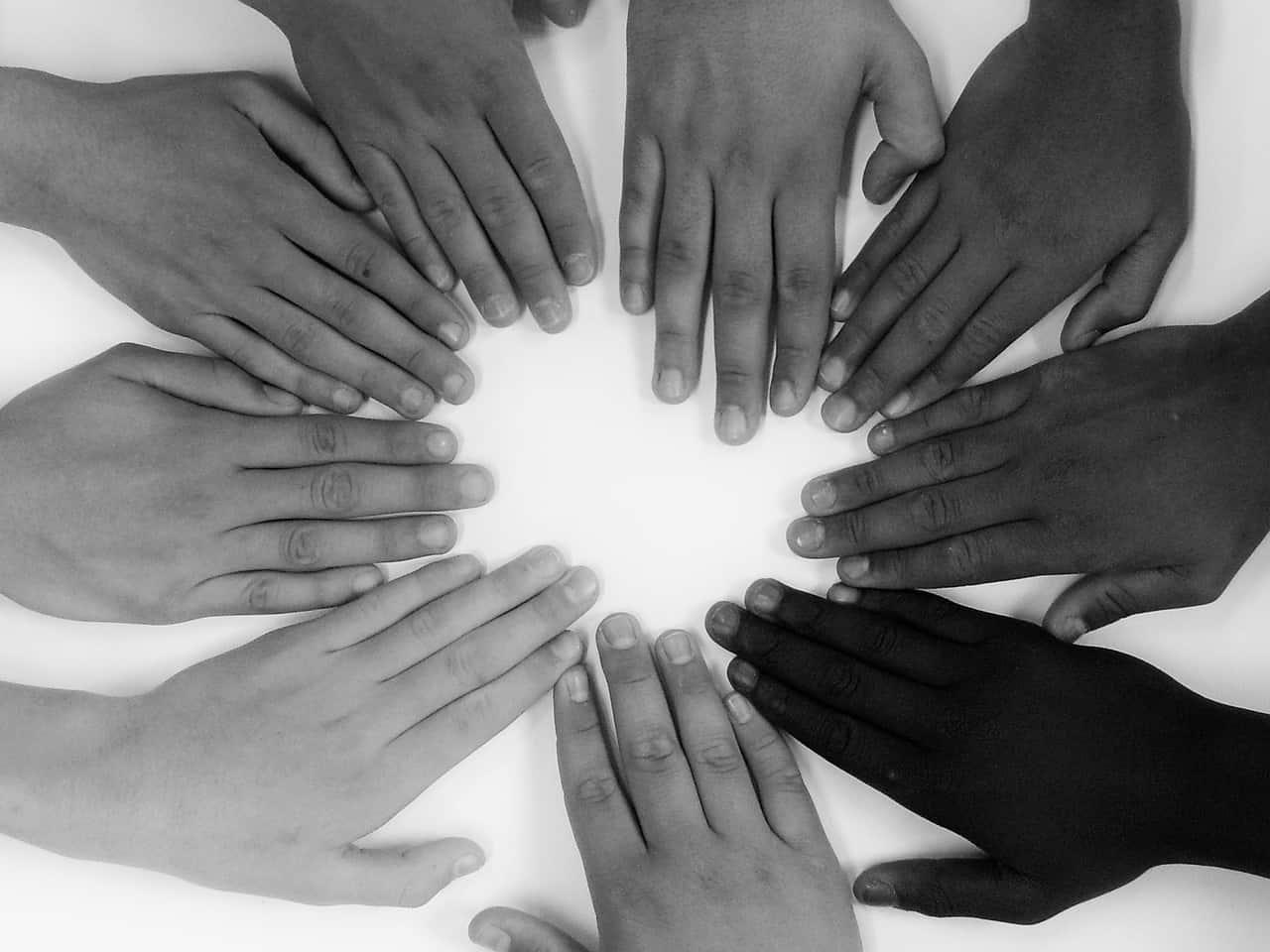 Es ist wichtig, dass alle verschiedenen Abteilung zusammenarbeiten und miteinander kommunizieren.